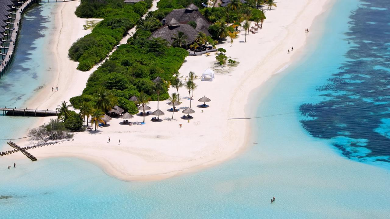 Kuredu, une île située dans l'atoll Lhaviyani des Maldives